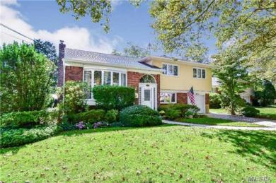448 Chamberlin St, East Meadow, NY 11554