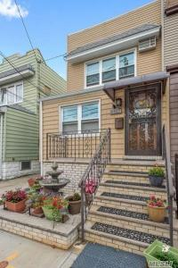 66-27 75th St, Middle Village, NY 11379