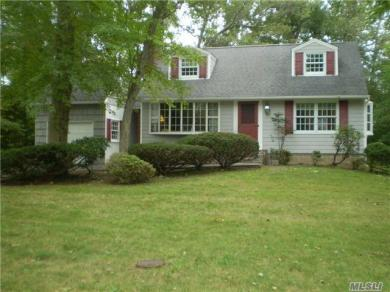 28 Clearbrook Dr, Smithtown, NY 11787