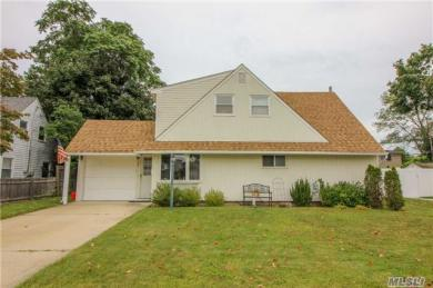 72 Barrister Rd, Levittown, NY 11756