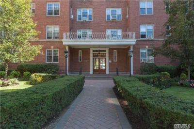 Photo of 68-37 108th St #4k, Forest Hills, NY 11375
