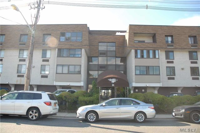 31 Casino St #4j, Freeport, NY 11520