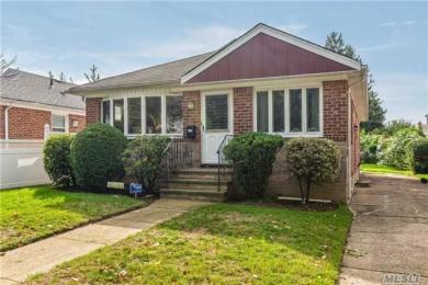 262-12 80th Ave, Glen Oaks, NY 11004