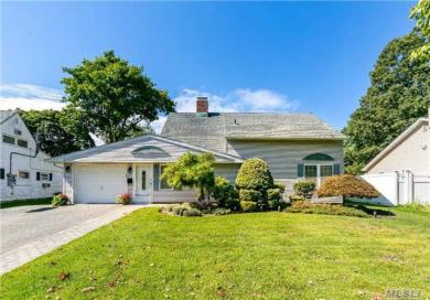 224 Water Ln, Wantagh, NY 11793