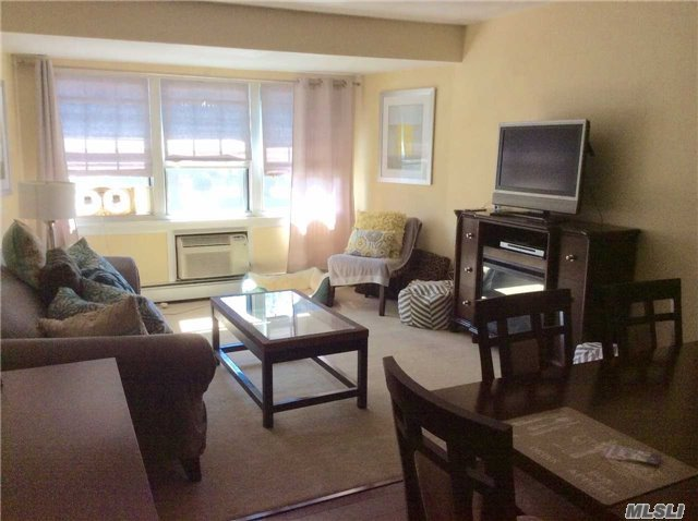 201 Fairharbor Dr #201, Patchogue, NY 11772