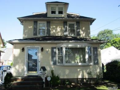 255 Lowell Ave, Floral Park, NY 11001
