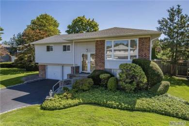 2188 Clover Ct, East Meadow, NY 11554
