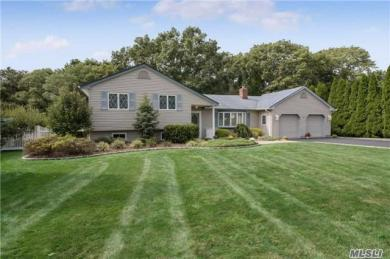 10 Russell Ln, E Patchogue, NY 11772