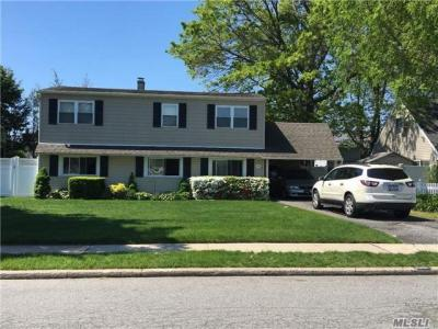 Photo of 2390 2nd St, East Meadow, NY 11554