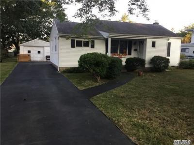 Photo of 42 Gridley St, West Islip, NY 11795