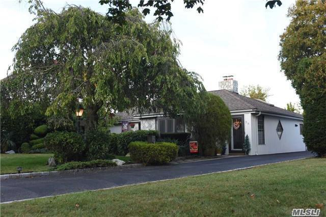 56 Fox Blvd, Massapequa, NY 11758