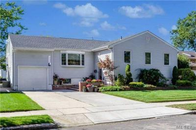 Photo of 77 Sunnyfield Ln, Valley Stream, NY 11581
