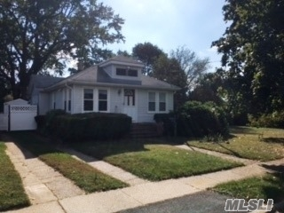 Photo of 31 E Walnut Ave, Farmingdale, NY 11735