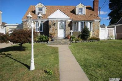 Photo of 2515 4th Ave, East Meadow, NY 11554