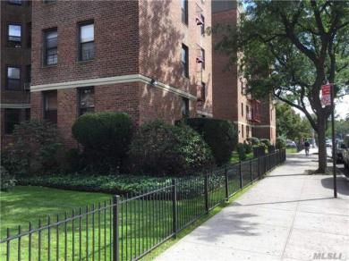 65-35 108th St #D15, Forest Hills, NY 11375