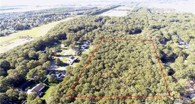 Midway Dr, Riverhead, NY 11901