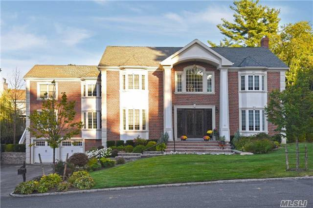 50 Roseanne Dr, North Hills, NY 11576