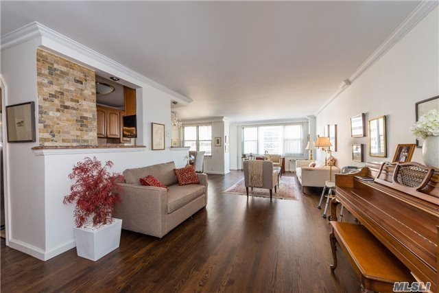 70-25 Yellowstone Blvd #9y, Forest Hills, NY 11375