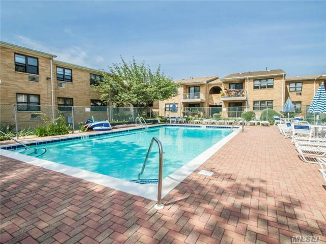 218 West End #2h, Freeport, NY 11520