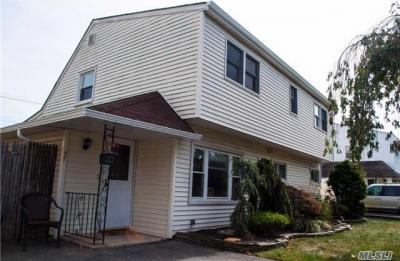 Photo of 27 Long Ln, Levittown, NY 11756