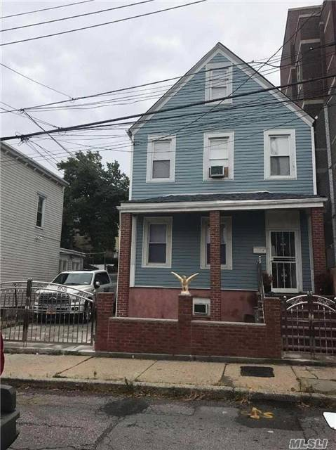 74 Grant St, Out Of Area Town, NY 10301