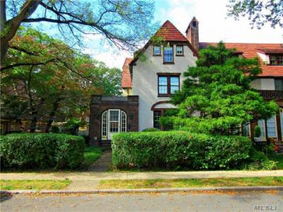 Photo of 61 Summer St, Forest Hills, NY 11375