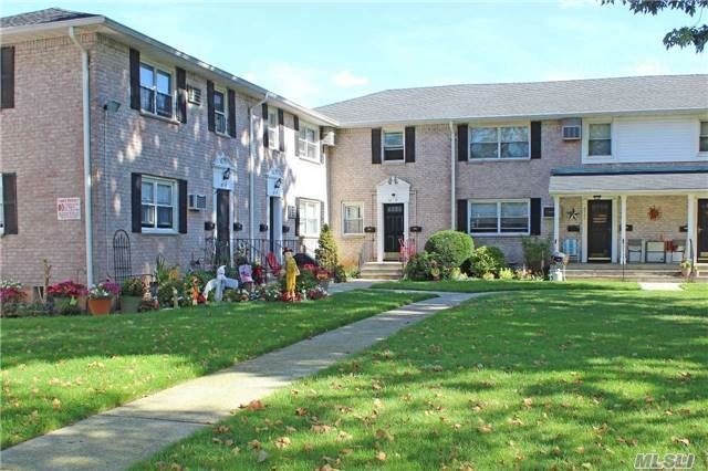 82-17 268th St #2, Floral Park, NY 11004