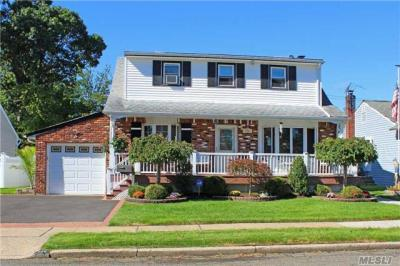 Photo of 752 Blackstone Ave, East Meadow, NY 11554