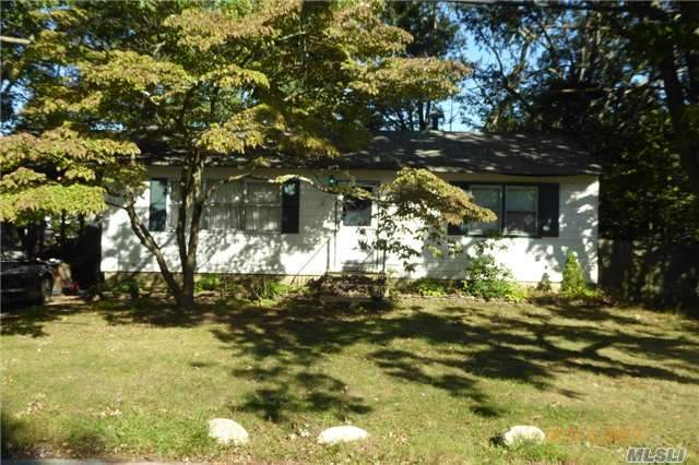 33 Long St, Lake Grove, NY 11755