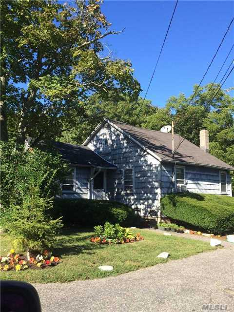 5 Bianca Rd, Patchogue, NY 11772