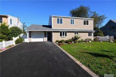 Photo of 35 Magpie Ln, Levittown, NY 11756