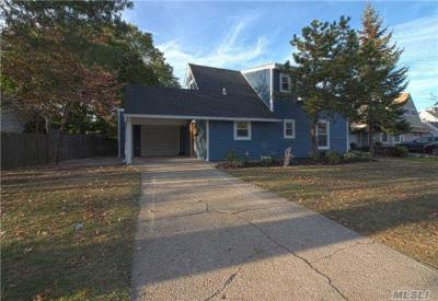 Photo of 43 Elves Ln, Levittown, NY 11756