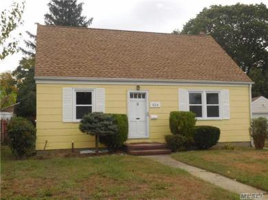 824 Brown Ct, Uniondale, NY 11553
