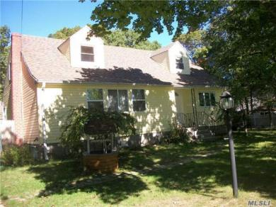 173 E Woodside Ave, Patchogue, NY 11772