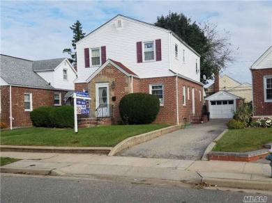 10 Sussex Rd, Elmont, NY 11003
