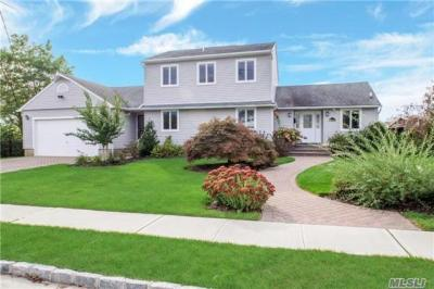 Photo of 59 Stillwater Ave, Massapequa, NY 11758