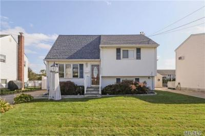 Photo of 65 East Dr, Copiague, NY 11726
