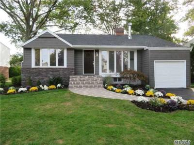 Photo of 1422 Mark Dr, East Meadow, NY 11554