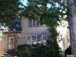 69-32 Kessel St, Forest Hills, NY 11375