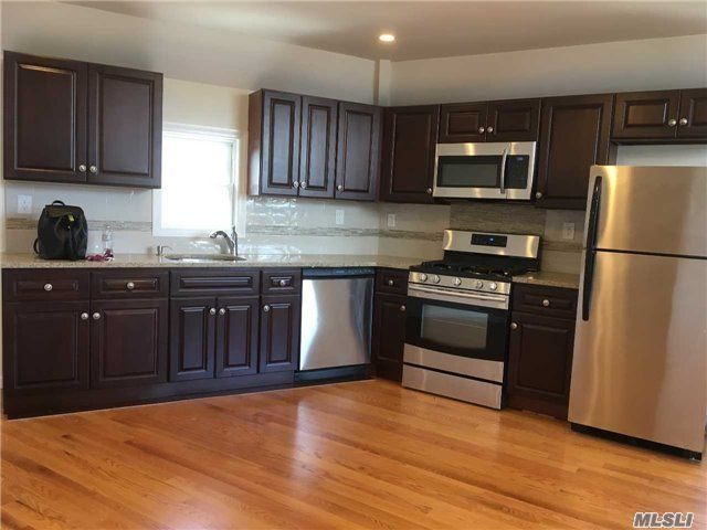13-16 128th St, College Point, NY 11356