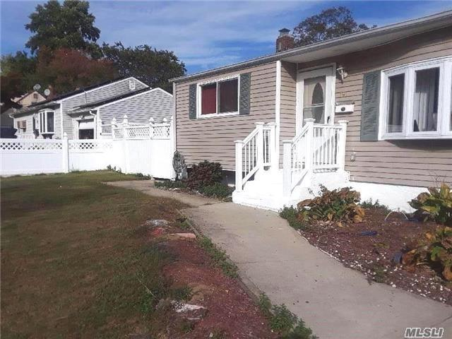 191 Twinlawns Ave, Brentwood, NY 11717