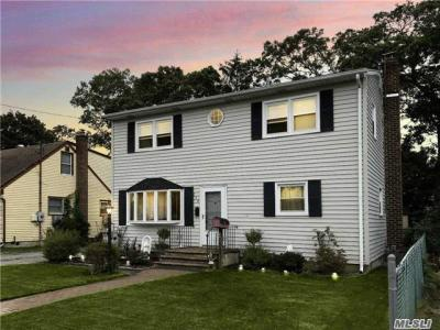Photo of 150 N Queens Ave, N Massapequa, NY 11758