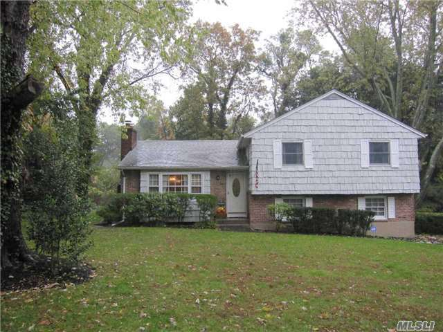 27 William Penn Dr, Stony Brook, NY 11790