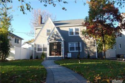 Photo of 70 Wilson Pl, Freeport, NY 11520