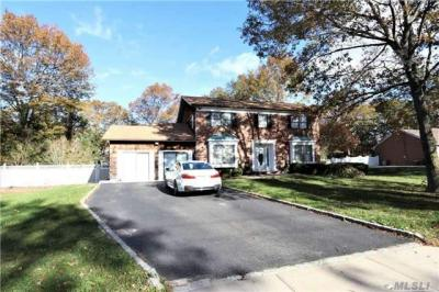 Photo of 31 Janet St, Pt Jefferson Sta, NY 11776