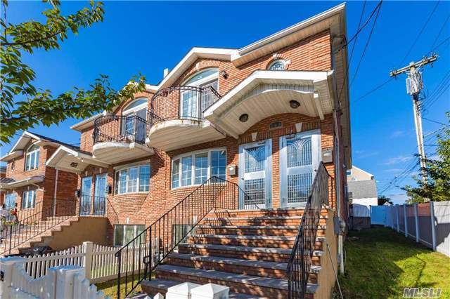 7-04 130th St, College Point, NY 11356
