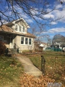 2737 Beltagh Ave, N Bellmore, NY 11710