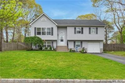 Photo of 23 Apex Dr, Coram, NY 11727