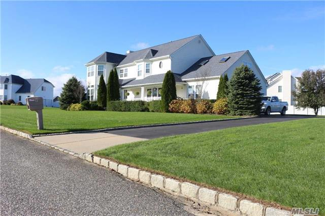 7 Sycamore Dr, East Moriches, NY 11940