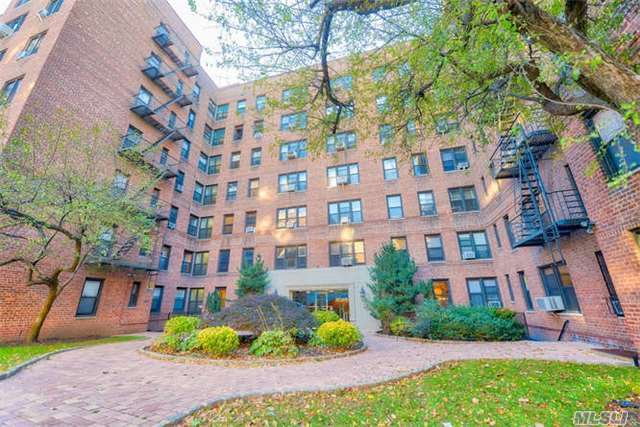 67-40 Yellowstone Blvd #2h, Forest Hills, NY 11375
